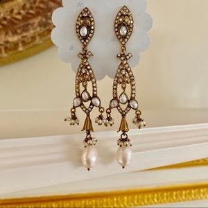 NEW Pearl Gold Tone Classic Downton Style Earring